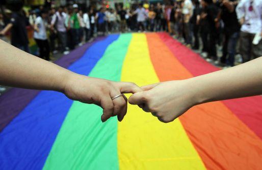 """المثليون جنسياً في الكويت يسعون لترخيص رسمي: """"عددنا كبير وبيننا شخصيات معروفة""""!"""