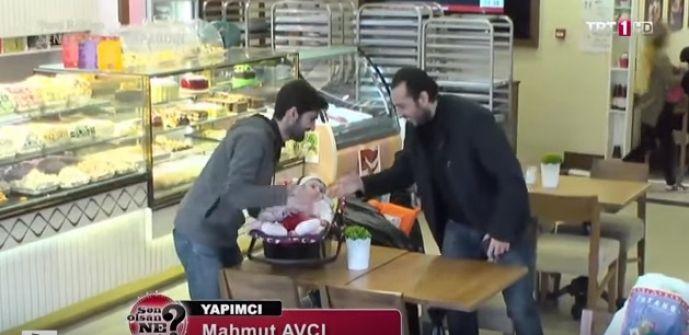 فيديو:شاهد ردة فعل مواطنين أتراك على مهرّب تركي يحاول خداع شاب سوري