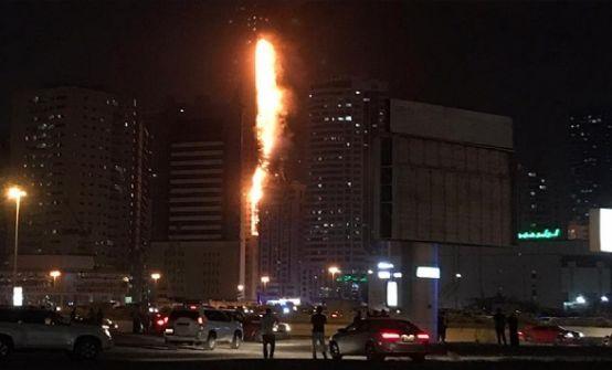 شاهد :حريق يلتهم برجا من 50 طابقا في الشارقة