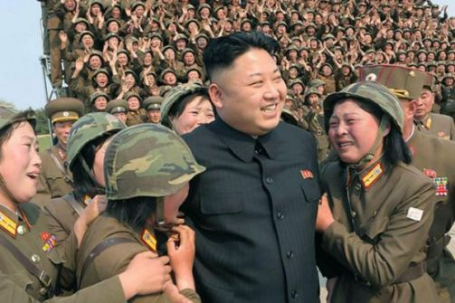 بالصور.. ما بال النسوة يبكين عند رؤية رئيس كوريا الشمالية؟