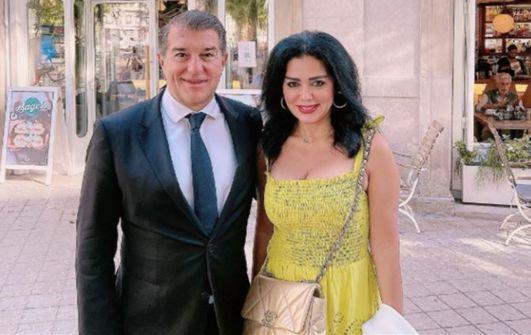 بعد الهاشتاغ المسيء لها.. رانيا يوسف ترد على انتقادات صورها مع رئيس نادي برشلونة