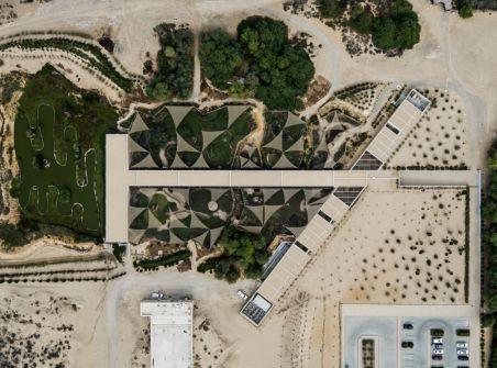 من المشاريع المرشحة لجائزة الآغا خان للعمارة..مركز واسط للأراضي الرطبة...رئة خضراء في قلب الشارقة