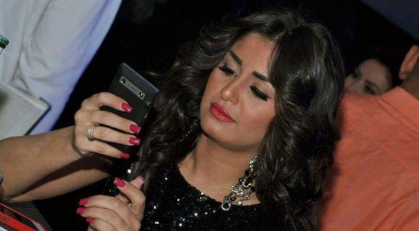 ممثلة مصرية تعترف: كنت على علاقة بـ4 أشخاص في وقت واحد !