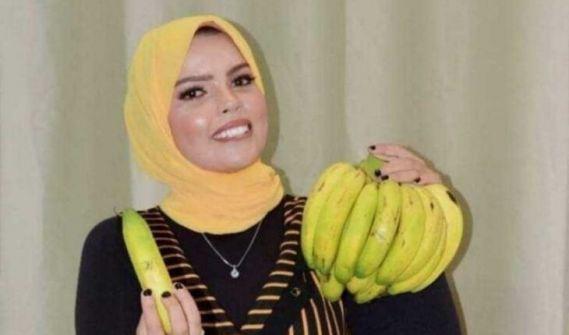' تربينا على حمل حذاء الرجل فوق راسنا'.. 'شاهد' 'مرشحة تعدد الزوجات للانتخابات المصرية تختار 'الموز' شعاراً لها!