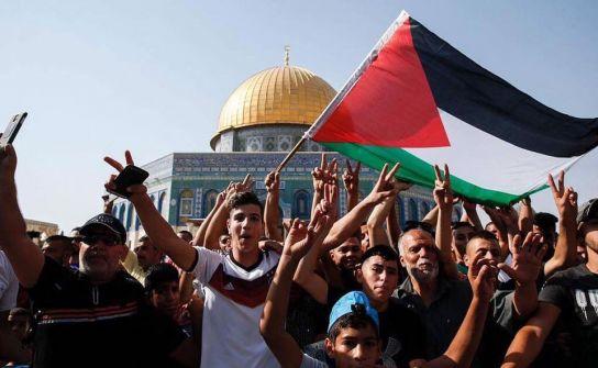 إسرائيل تحتفي بمقال كاتب كويتي اعتبر تصدي الفلسطينيين لإجراءات الاحتلال 'عقلية بدائية'