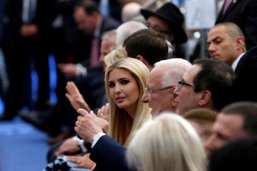 كاتبة امريكية:نعم، تم نقل السفارة الأميركية للقدس وإطلاق اسم ترمب على ميدان قريب منها.. لكن هناك مشهد غريب لم تنتبهوا له