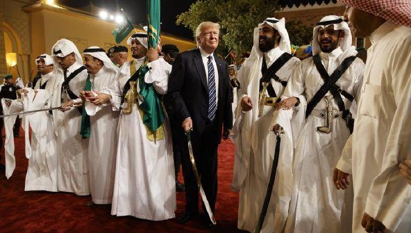 ترامب: الله وحده يعلم ماذا سيحدث للسعودية بدوننا