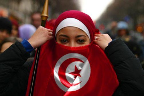 قرار منع التونسيات ليس السبب الرئيسي.. موقع فرنسي يكشف الأسباب الحقيقية لاندلاع الأزمة التونسية-الإماراتية