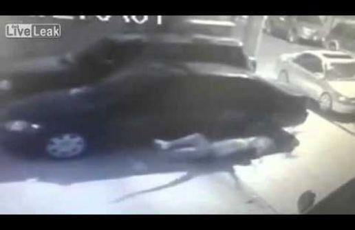 بالفيديو: رمى زوجته وعشيقها من الشرفة!