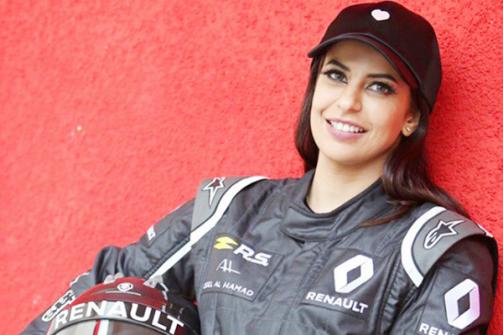 بالصور.. 'أسيل الحمد' أول سعودية تقود سيارة فورميلا - 1