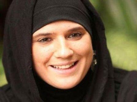 مغنية فرنسية تتحدث في سيرتها الذاتية عن اعتناقها الإسلام