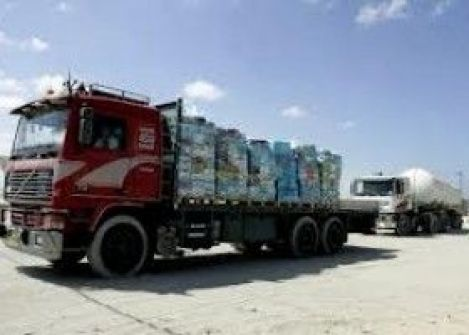 اسرائيل تسمح بادخال 250 شاحنة عبر كرم ابو سالم
