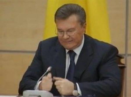 بالفيديو:رئيس اوكرانيا الهارب يغضب ويكسر قلمه