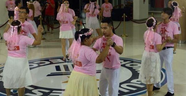 في عيد الحب.. رقصوا 35 ساعة بتايلاند