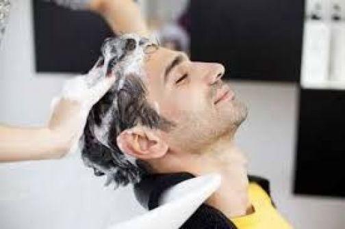 تعرفوا على طريقة غسل الشعر المثالية للرجال