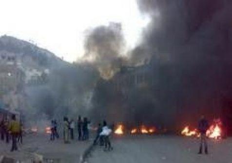 احتجاجات امام مخيم بلاطة اعقبت مسيرة تضامنية مع الاسرى
