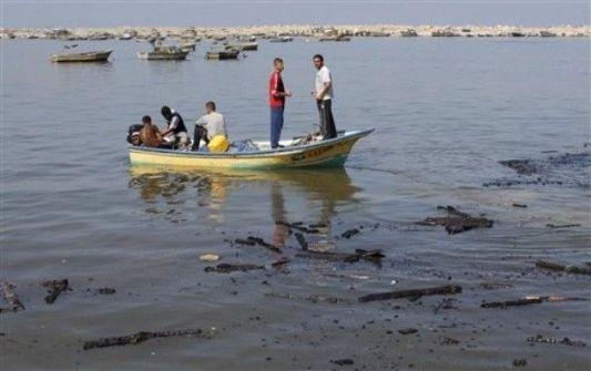 زوارق الاحتلال تطلق النار صوب الصيادين في بحر غزة