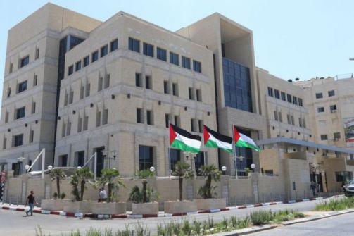 الرئيس يقبل استقالة عزام الشوا من منصبه كمحافظ لسلطة النقد