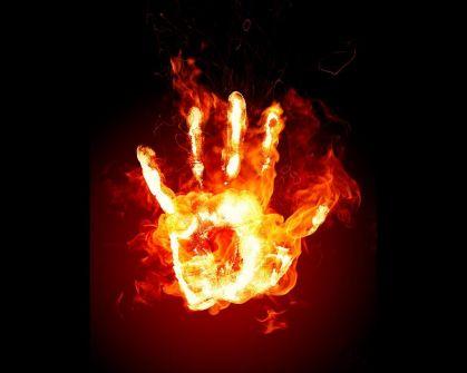 أيدينا في النار دائماً... تميم منصور