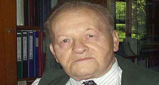 وفاة العالم التشيكي انتونين هولي الذي ساهم في تطوير عقاقير لعلاج الايدز