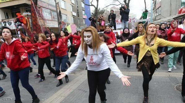 تركيا.. احتجاجات بعد حرق امرأة قاومت اغتصابها