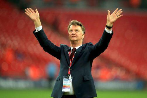 تقرير:إقالة فان غال من تدريب مانشستر يونايتد لحساب مورينيو