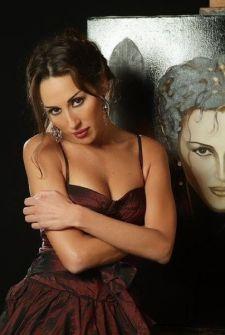 فيديو: عراك بين الفنانة ورد الخال وامرأة تتهمها بأنها على علاقة بزوجها!