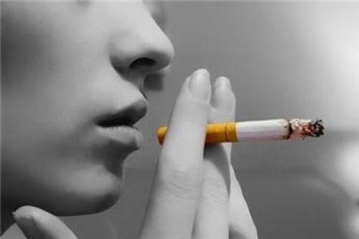 الرجال يدخنون بسبب السعادة والنساء بسبب الاجهاد النفسي