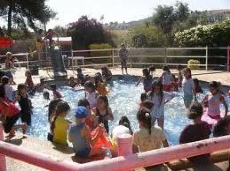 مؤسسة برامج الطفولة تقيم مهرجان نهاية العام الدراسة لمئات الطلبة في قرى شمال غرب القدس