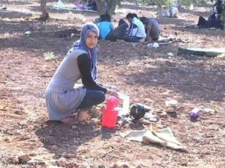 فتاة سورية تبلغ من العمر 17 سنة تعرض نفسها للزواج أمام المصلين