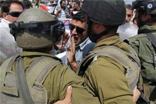 الاحتلال يقمع مسيرة المعصرة الأسبوعية