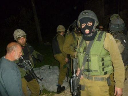 الاحتلال يقتحم مدينة نابلس ويعتقل أربعة فلسطينيين