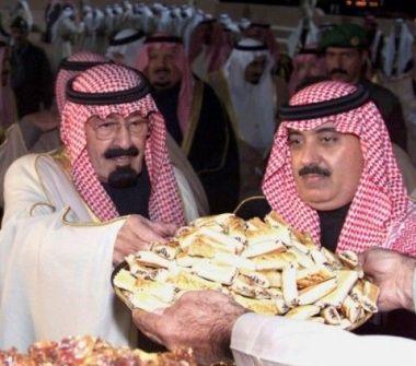 بالصور: رؤساء و ملوك ومشاهير أثناء تناول الطعام