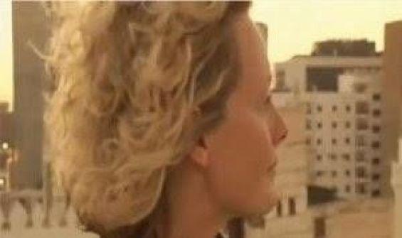 فيديو.. سائحة أميركية تجهش بالبكاء بعد سماعها صوت الأذان في جدة