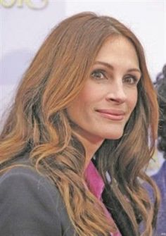 جوليا روبرتس تكافح الإيدز في فيلم تلفزيوني