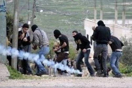 مواجهات خلال اقتحام الجيش لقرية صرة في نابلس