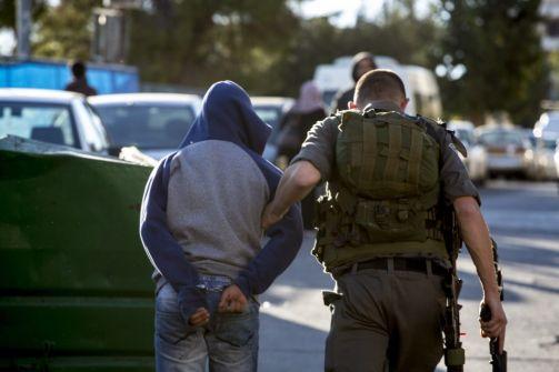 استمرار مسلسل الاقتحامات والاعتقالات في الضفة