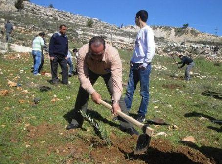 الاحتلال يغلق الطريق الوحيدة لقرى شمال غرب القدس