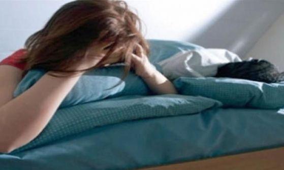 كهربائى يمزق جسد عروسه بعد ضبط عشيقها أسفل السرير فى شهر العسل