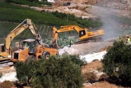الاحتلال يجرف اراضي تم استصلاحها حديثا شرق نابلس