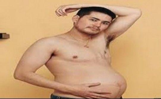 شاب مصري حامل فى شهره السابع إرضاء لزوجته!