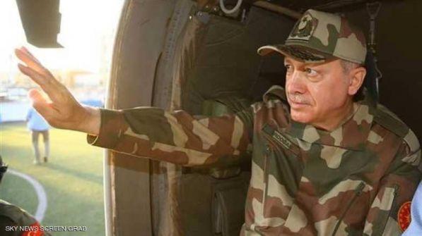عندما ارتدى أردوغان 'البزة العسكرية'
