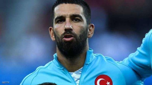 بعد ضربه لحكم.. توران يكسر أنف مطرب تركي شهير