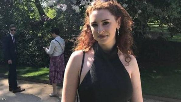 طالبة بريطانية تفتح باب الطائرة وتسقط إلى حتفها في مدغشقر