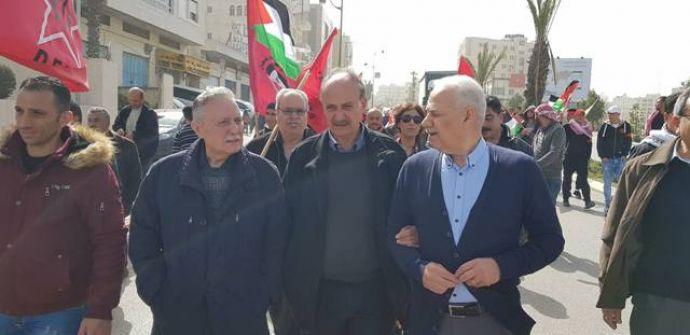 خلال مسيرة على شرف الذكرى 49 لانطلاقة الجبهة الديمقراطية  أبو ليلى : إرادة شعبنا ستنتصر على كافة المحاولات الهادفة لتصفية قضيتنا