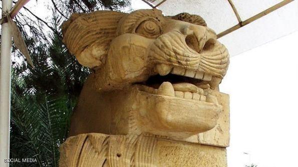 داعش يدمر تمثال الأسد الأثري في تدمر