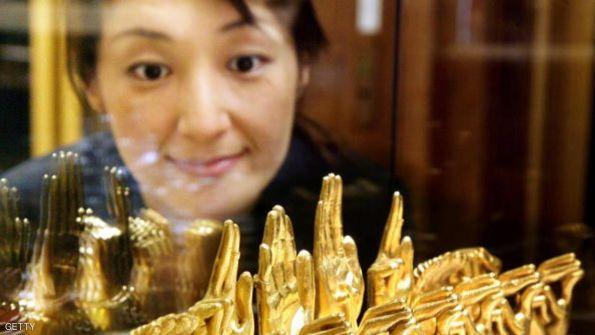تهاوي أسعار الذهب بعد موجة استقرار عابرة