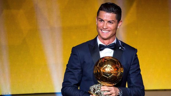 رونالدو يفوز بجائزة الكرة الذهبية لأفضل لاعب في العالم