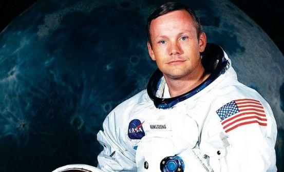 وفاة أرمسترونغ أول من خطا على القمر
