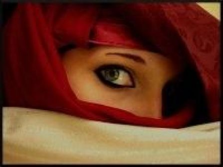 البريطانيون: جمال المرأة.. في عينيها